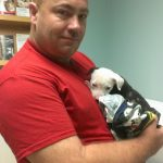 Un bombero consiguió salvar a un cachorrito de un incendio
