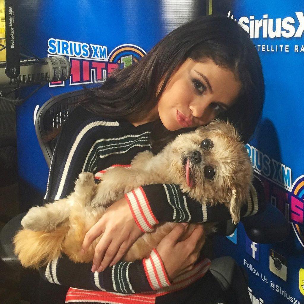 Marnie con Selena Gomez