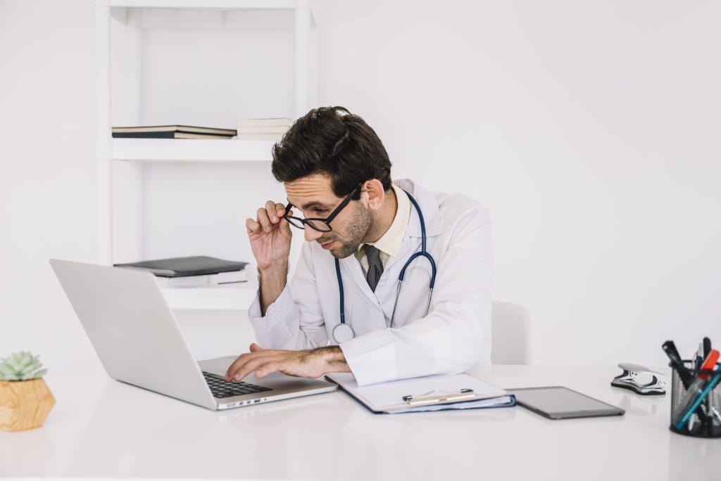 consejos para responder reseñas negativas en tu centro veterinario